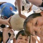 Niños vs. deporte en equipo