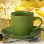10  razones  para  beber  agua  tibia  con  limón  cada  mañana